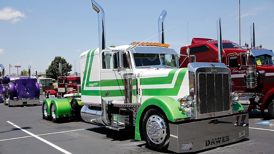 5th Place Classic Division - Joel Dawes - Waterford, WI - 2014 Kenworth T660